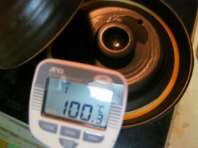 玄米炊いてる温度 100.3℃