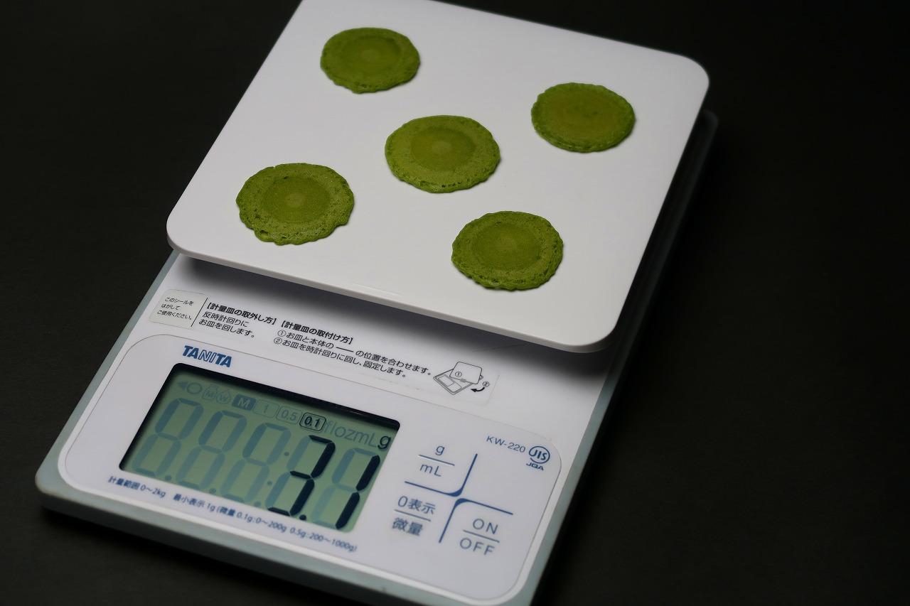 精度のいい焼き菓子なのだ。 0.1gまで測定できるクッキングスケールあります!