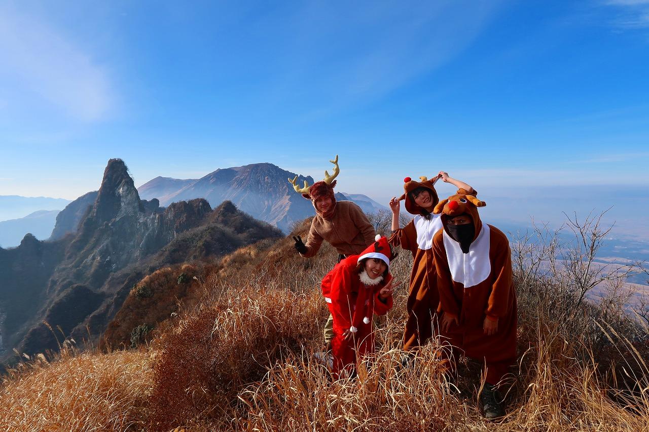 阿蘇根子岳山頂でサンタとトナカイに会ったのだ!