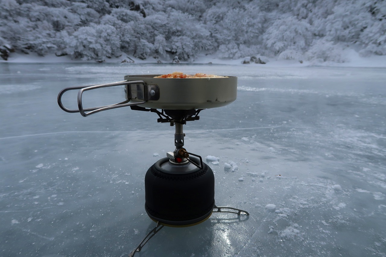 大船山の氷結御池にてお昼ごはん