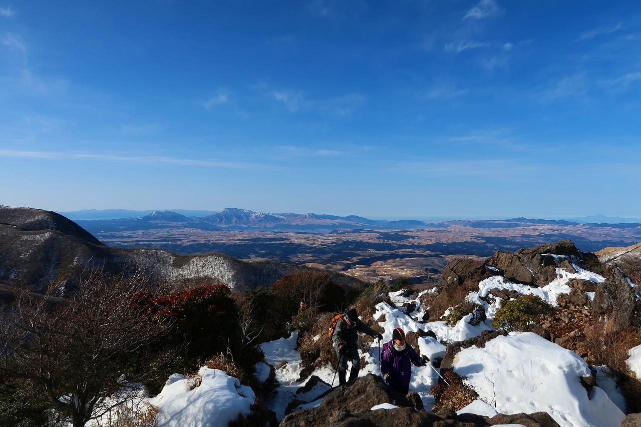 遠くに阿蘇五岳
