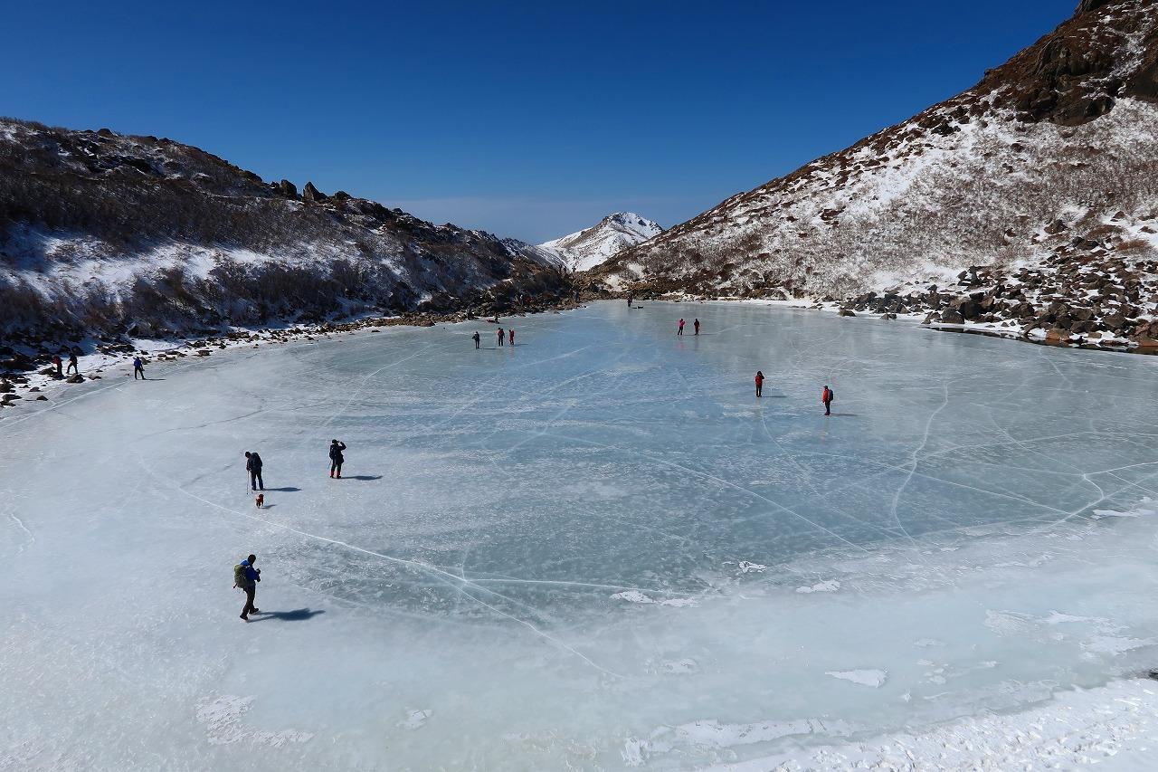 晴天の氷結御池