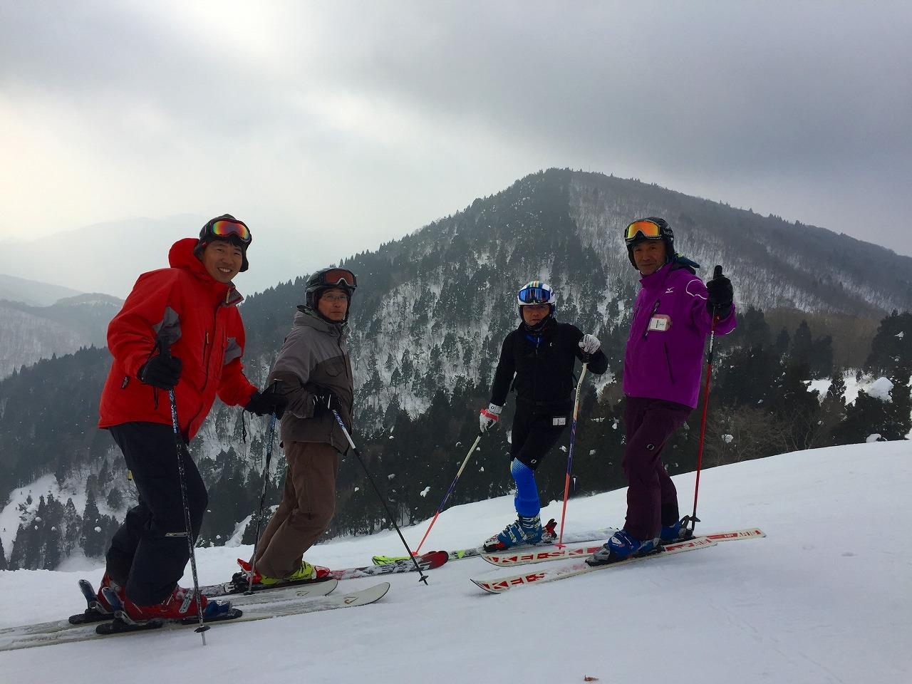 瑞穂スキー場にて仲間とパチリ!