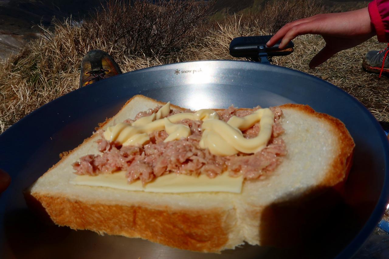 シーチキンとチーズとマヨネーズのホットサンド