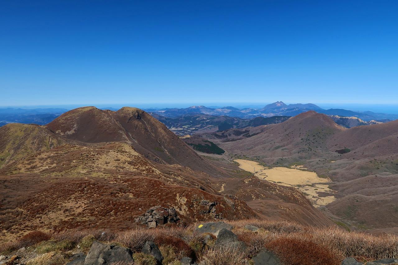 中岳からの絶景 三俣山、平治岳、坊ガツル