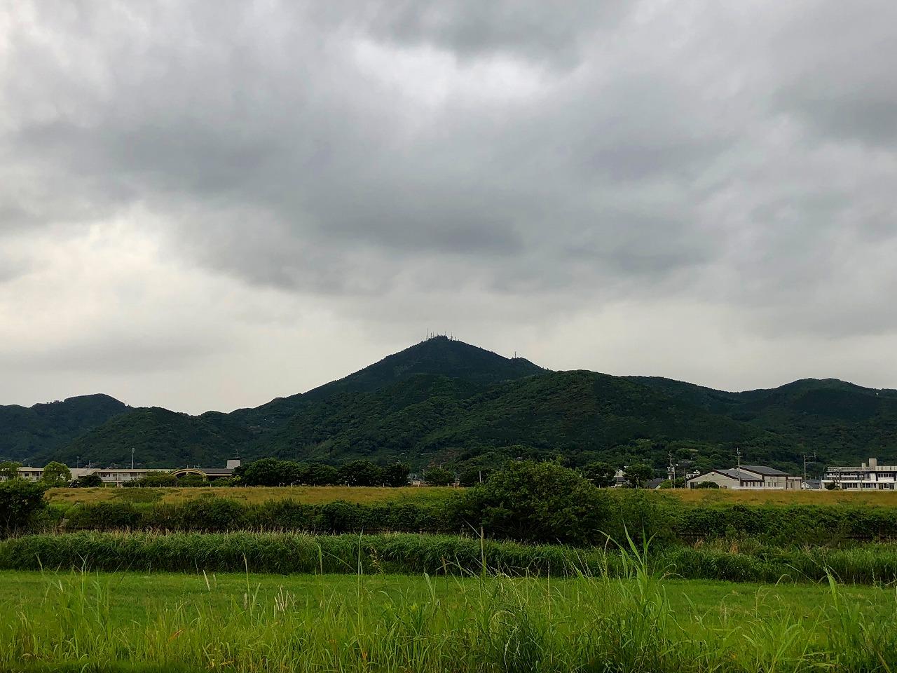 2018.5.23今朝の金峰山です。