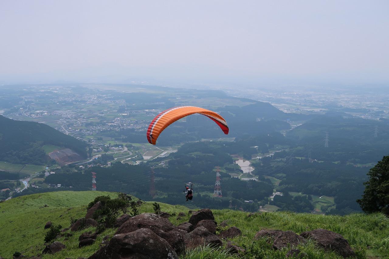 俵山でパラグライダー