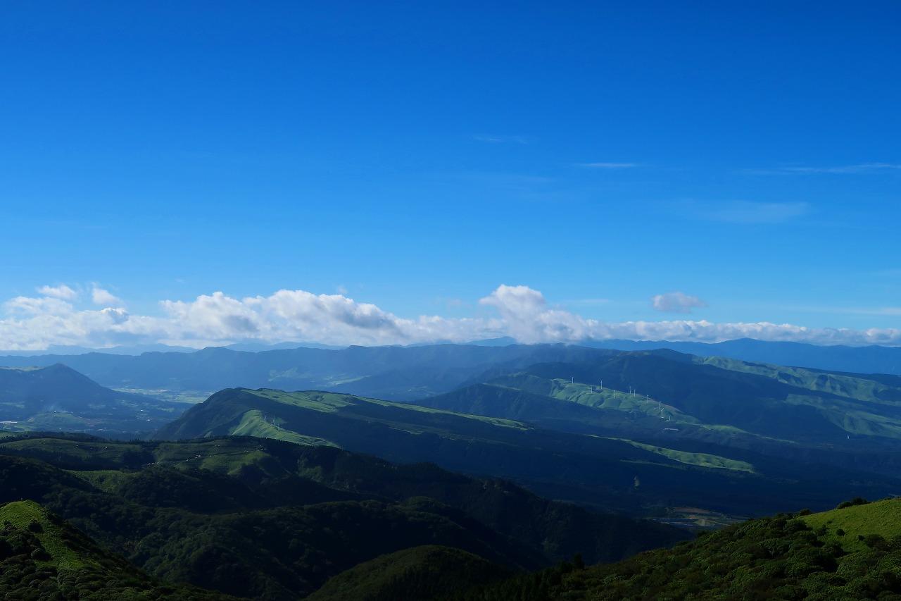 鞍岳山頂から