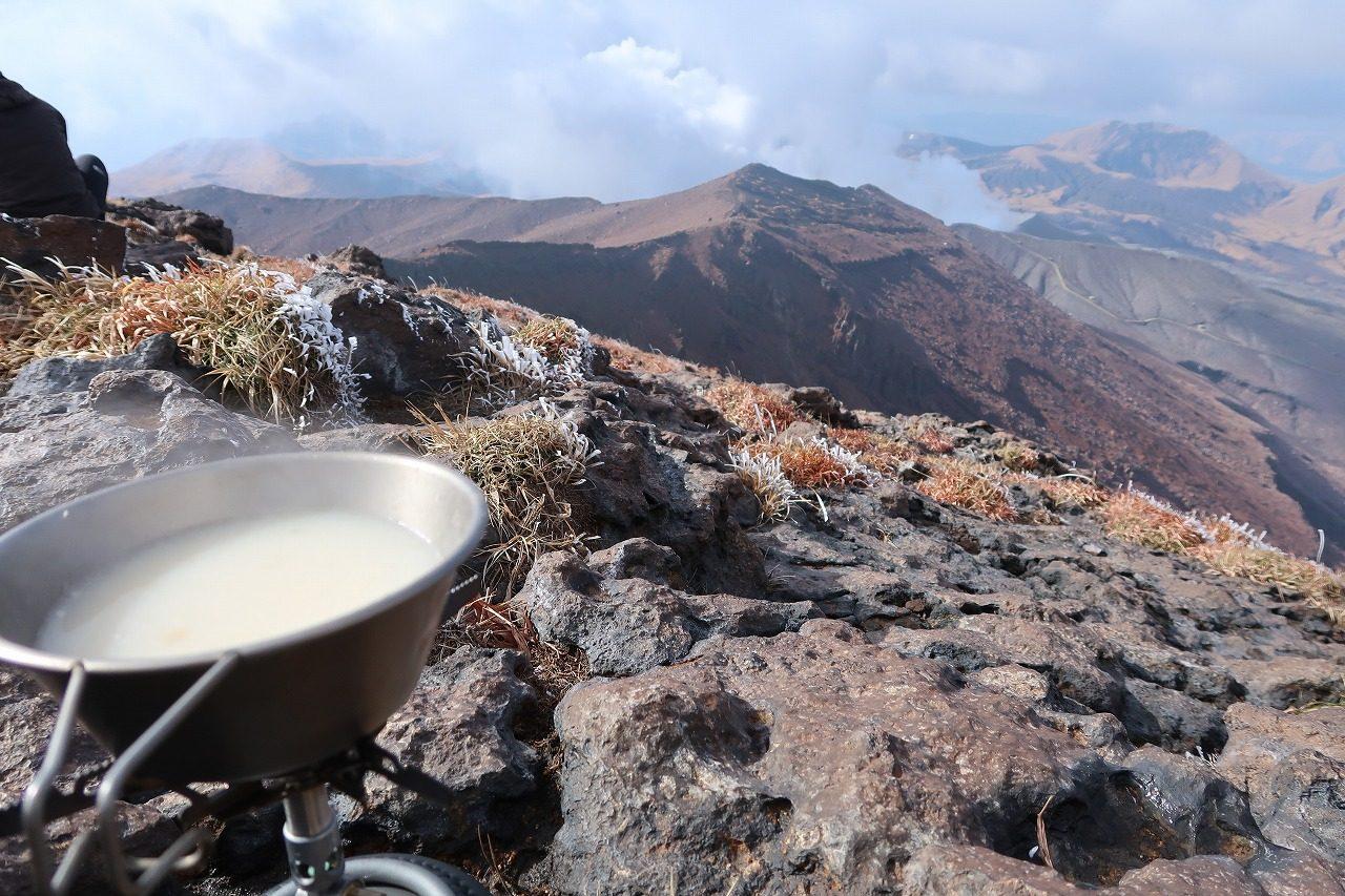 高岳山頂で甘酒