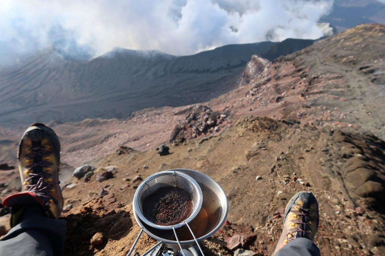 阿蘇 中岳山頂でコーヒー