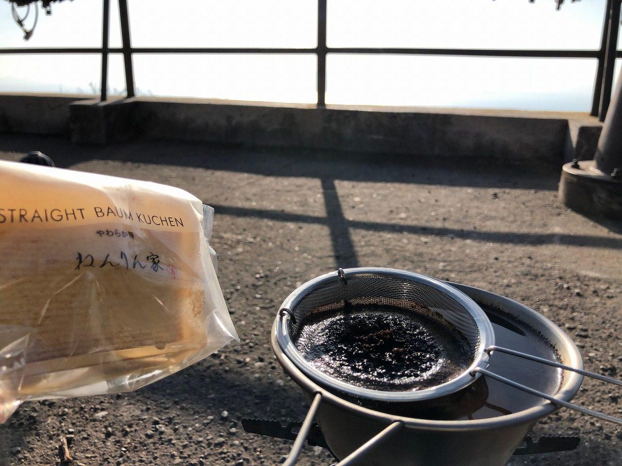 金峰山でコーヒータイム ねんりん家のバームクーヘンうまーい