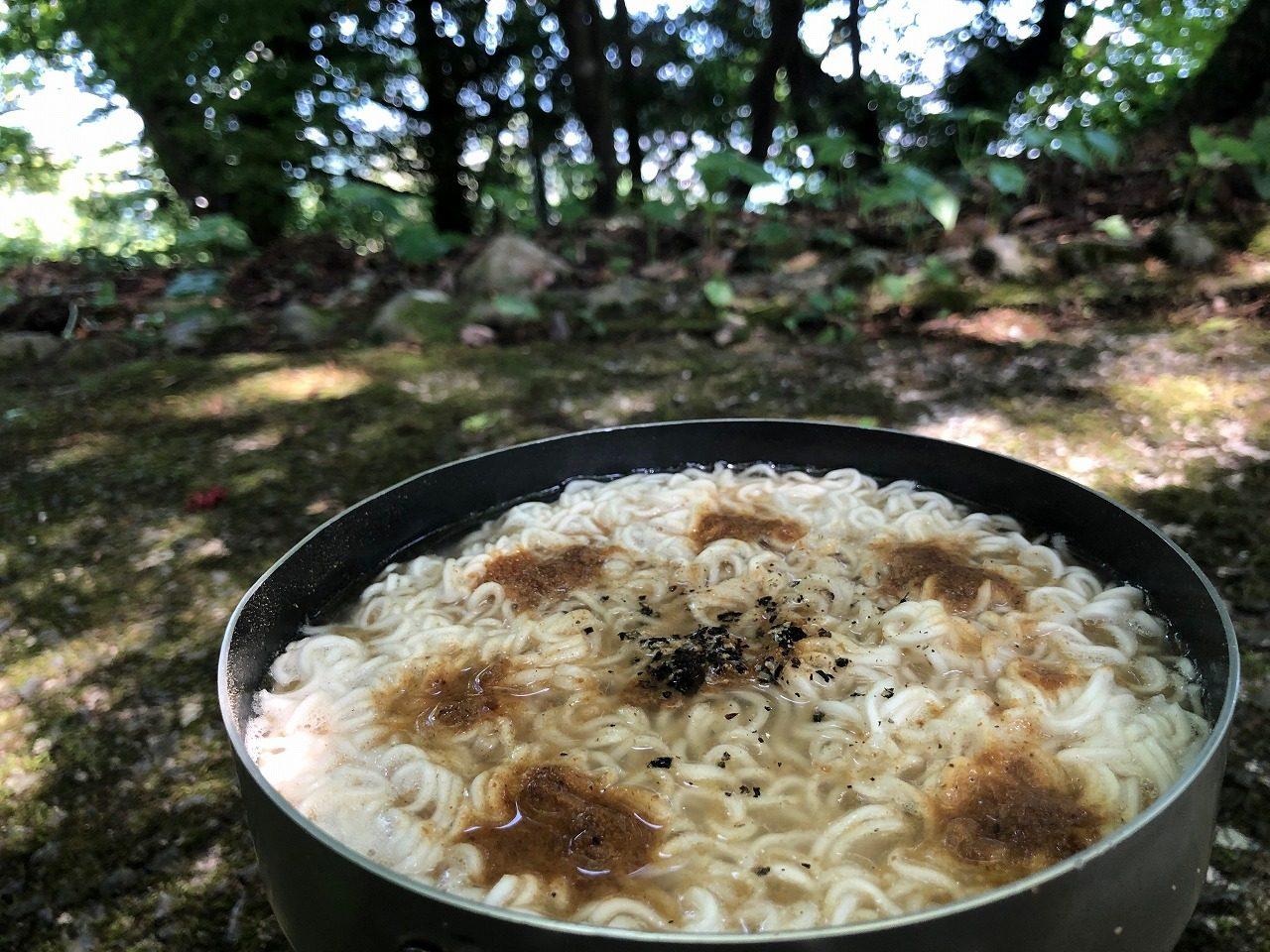 平さんの鰹節の粉と花椒と黒胡椒ラーメン