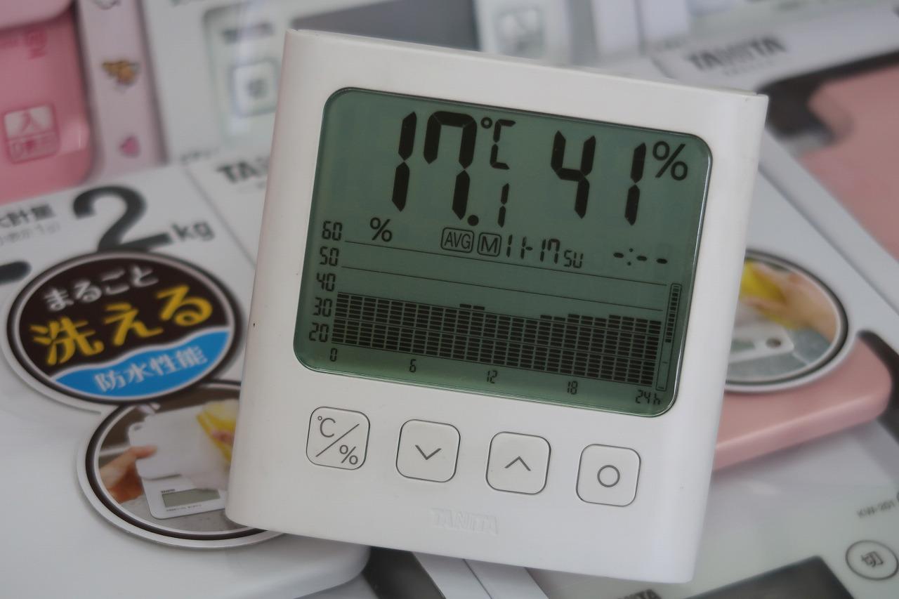 2019.11.17 湿度のグラフです。 TT-581 グラフ付きデジタル温湿度計タニタ